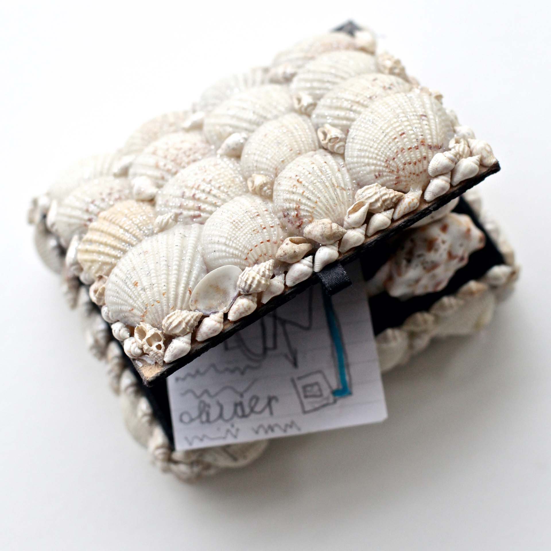 lief klein doosje van schelpen vol herinneringen uitvaart1001lichtes inspiratie