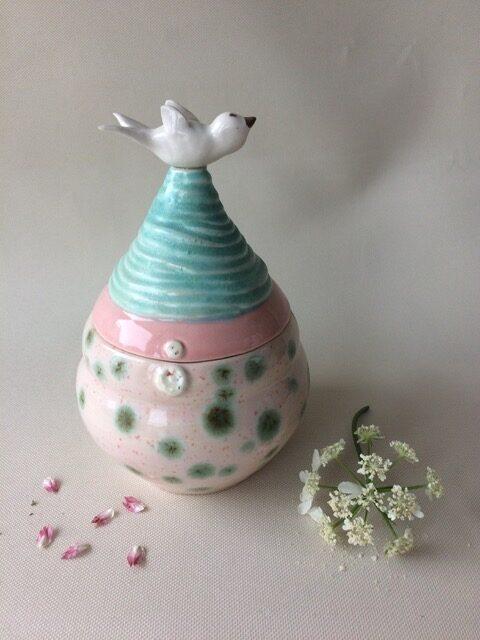 uitvaart1001lichtjes keramiek kleine urn met vogeltje kelk van opaal