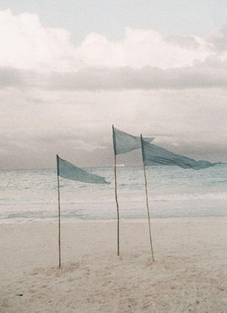 wapperende sierlijke vlaggen ter inspiratie bijzonder herdenkingsritueel bij een afscheid uitvaart 1001lichtjes inspiratie