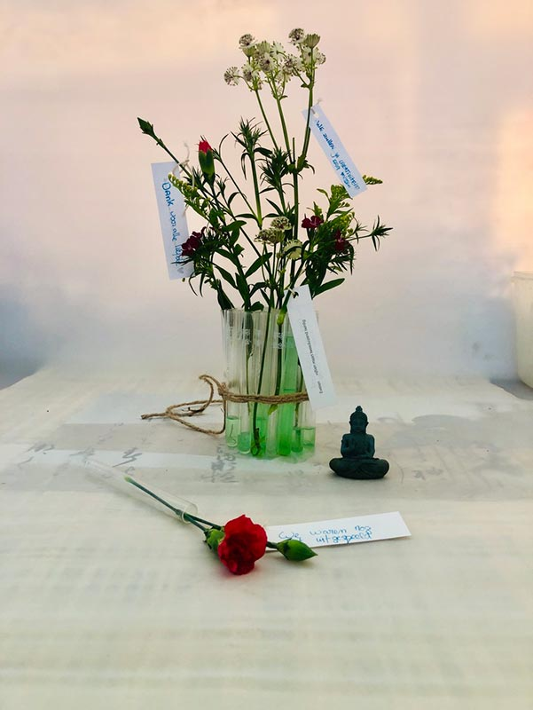 uitvaart1001lichtjes-bloemen-reageerbuisjes-alternatief
